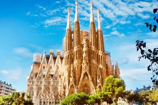 137 évvel a munkálatok kezdete után építési engedélyt kapott a Sagrada Família
