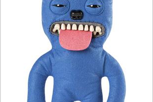 Plüss játékok emberi fogakkal