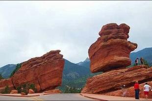 Természet alkotta kiegyensúlyozott kövek