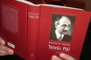 Könyv az egykori főcserkészről