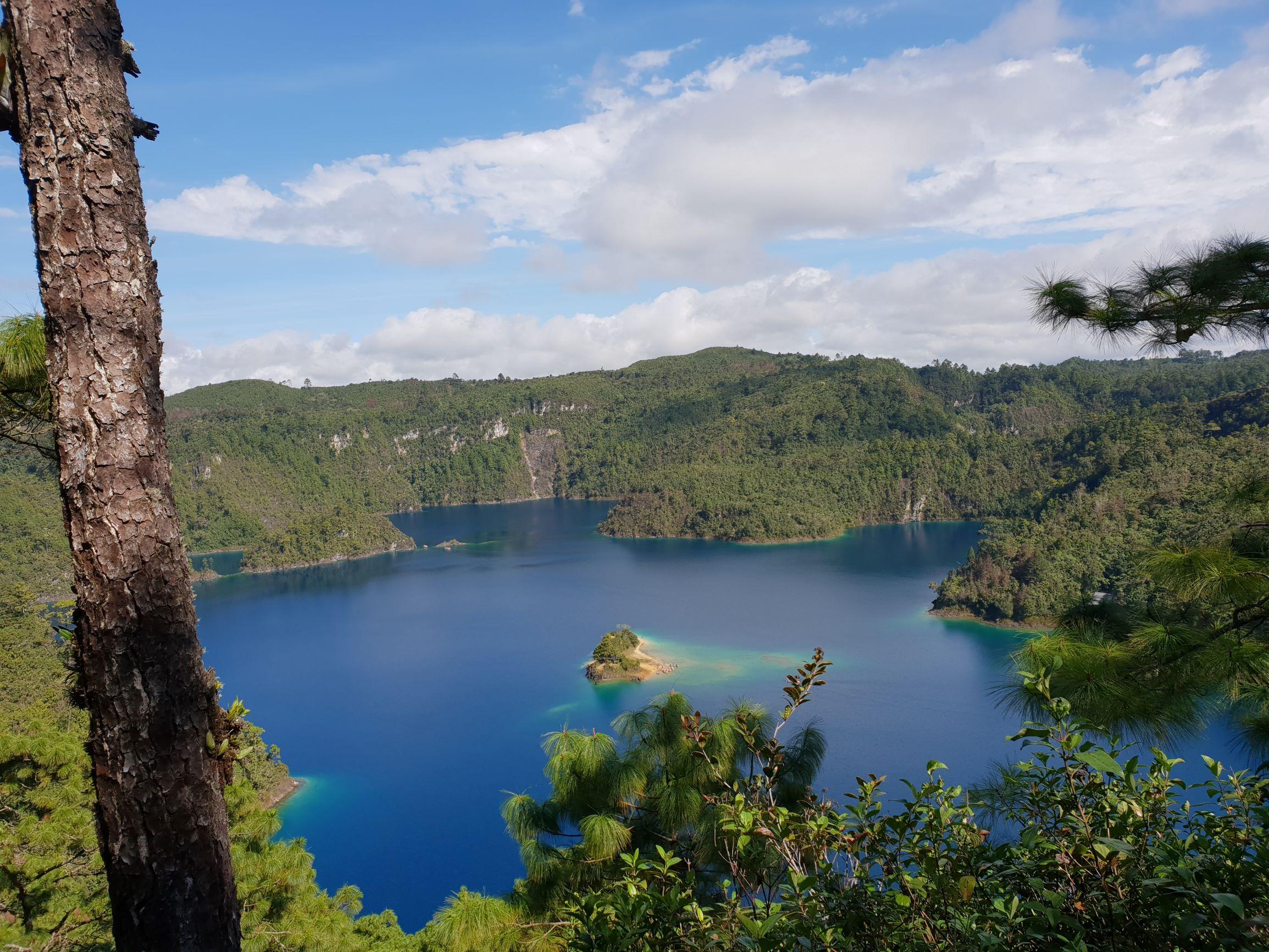 lagos_de_montebello.jpg