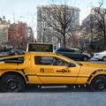... maga taxit épített egy DeLoreanből?