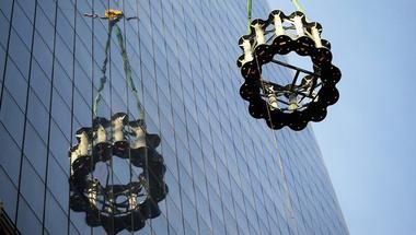 Épül az antenna a WTC tetején
