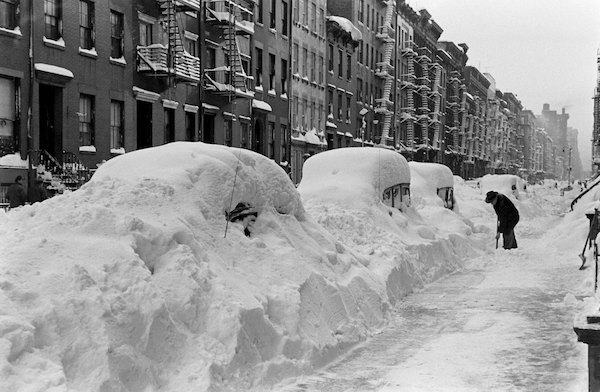 Black and White Photos From the Great Blizzard in New York City, December 1947 (12).jpg
