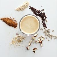 Ha a kávé nem elég, készíts reggelire energiagolyót!