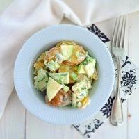 Könnyű saláta vacsora: Joghurtos burgonyasaláta
