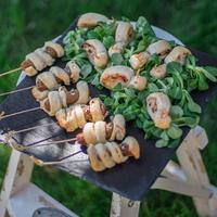Gyereknapi állati jó reggelik: leveles tészta csigák és kukac nyalókák