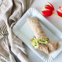 Zabpalacsinta, humusszal és zöldségekkel