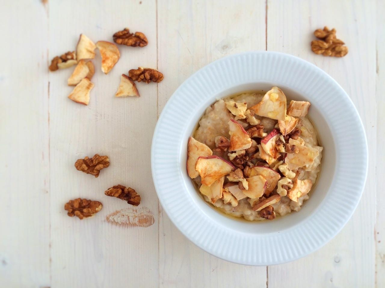 Mézes, diós, alma chipses zabkása 5 hozzávalóból