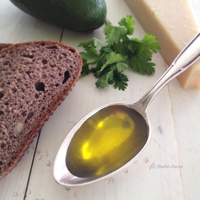 hidegen sajtolt olíva olajat használjunk a krémhez