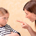 Ösztönös szülői reakcióink: amikor a gyerekem megnyomja bennem a gombot