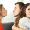 A sokarcú féltékenység: pusztít vagy épít?