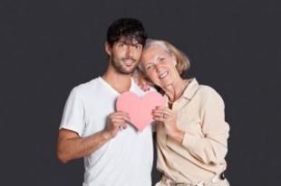 Párkapcsolati megbélyegzés: idősebb nő, fiatalabb pasi