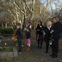 A Nemzeti színészei Jászai Mari sírjánál