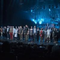 Több ezren búcsúztatták a Nemzeti Színházat