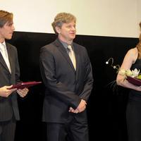 Nagymama-díjat adtak át két fiatal kaposvári színésznek