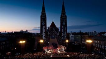 Nemzetközi szereposztásban a Bajazzók a szegedi Dóm téren