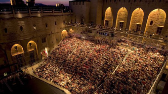 Marine Le Pen az Avignoni Fesztiválról: az igazgató lemondhat