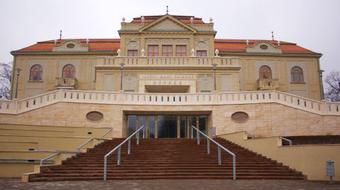 Tizenöt bemutató lesz jövőre a tatabányai Jászai Mari Színház