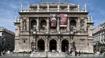 Emléktáblákat avatnak az Operaház megnyitásának 130. évfordulója alkalmából