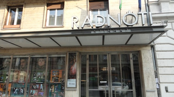 102%-on a Radnóti Színház