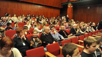 Bábszínház vs. résztvevő színház