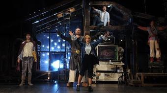 A padlással segíti az iszapkatasztrófa áldozatait a Vígszínház