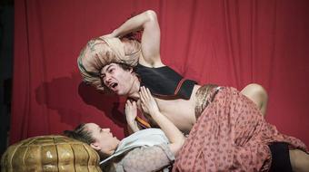 A kétfejű fenevad – premier a kecskeméti színházban