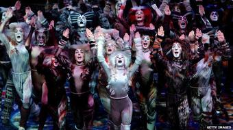 A Macskák és az Evita visszatér a londoni színpadra