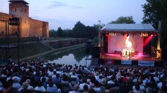Pénteken kezdődik a Gyulai Várszínház 51. évada