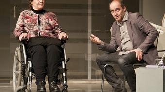 Társadalmi felelősségvállalás: gerincsérültekért rendezett estet a Centrál Színház