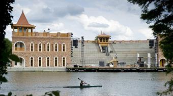 Júniusban nyit a Szarvasi Vízi Színház
