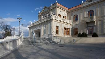 A gyermekelőadások, az ősbemutatók és a folytatás jegyében hirdettek új évadot Tatabányán