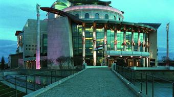 Vizuális színjátszás, nó színház, kortárs opera és manga egyben – War Sum Up a Nemzetiben