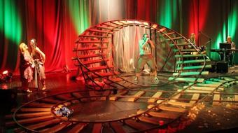 Szürreális vasútállomás és plasztikai műtét a szebb jövőért – a szabadkai színház a Katonában