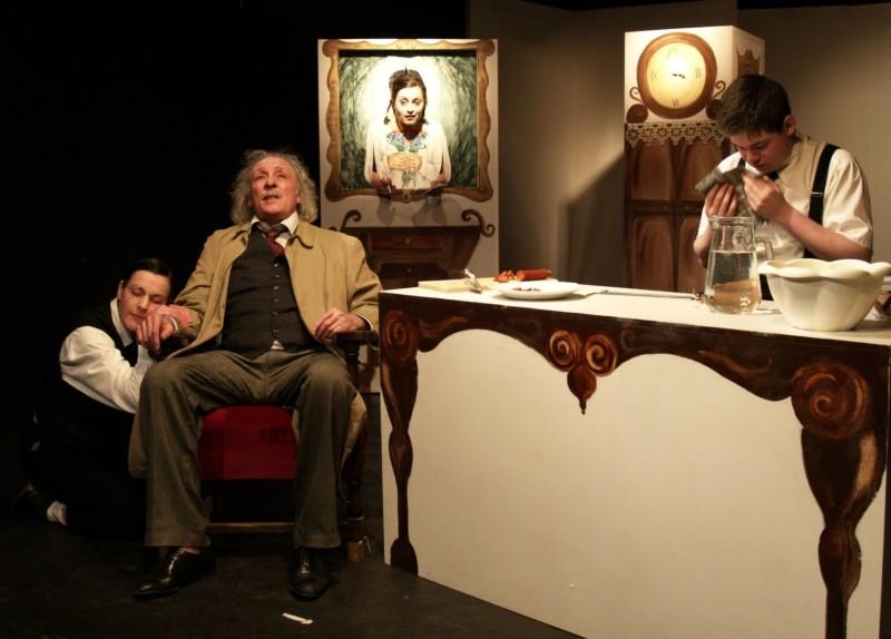 Albert Einstein paprikáskrumpli, RS9 Színház