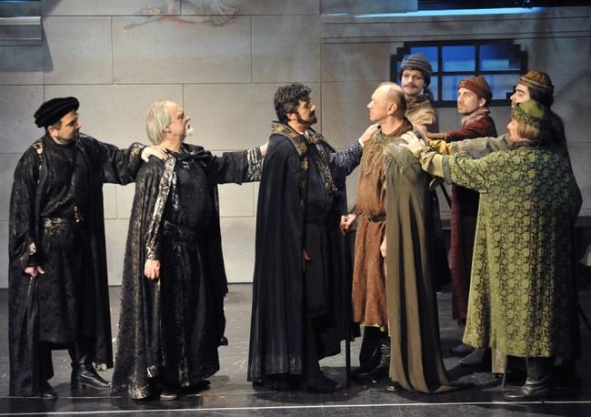 Bánk bán - középen: Benkő Péter. Nemcsák Károly, Koncz Gábor