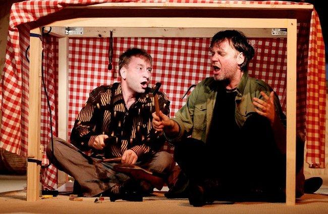 Albérlet az asztal alatt - Bánki Gergő, Menszátor Héresz Attila