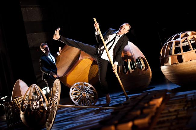 Fejben zsonglőrködő férfiak (Deux hommes jonglaient dans leur tête)