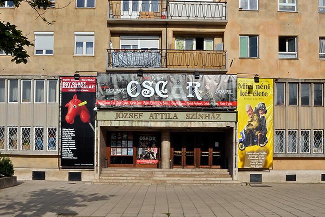 A József Attila Színház homlokzata 2011. június 19-én, az utolsó előadás napján