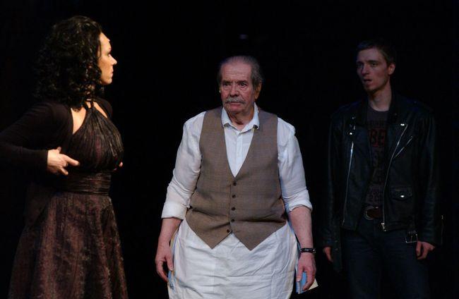 West Side Story - középen: Király Levente