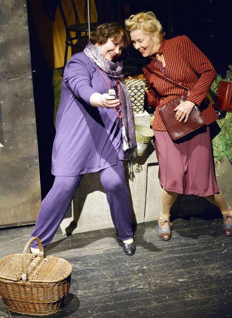 Két néni, ha elindul - Zsurzs Kati, Sára Bernadette