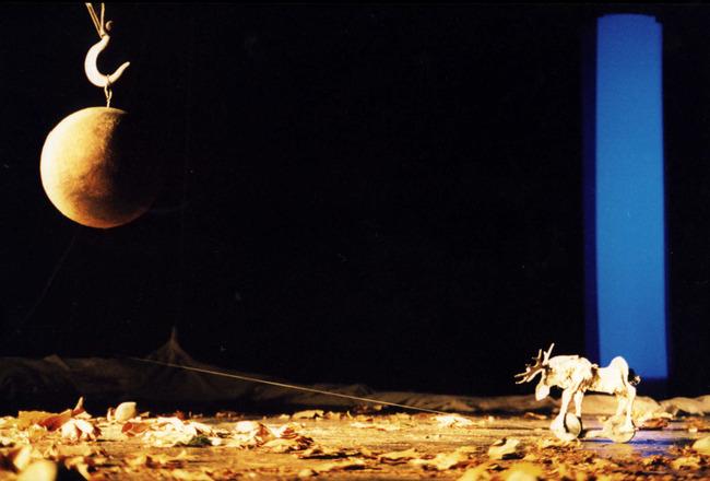 Jelenet a Figurentheater Wilde & Vogel Nils Holgersson - Eine wunderbare Reise című előadásából