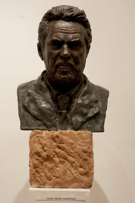 Oszter Sándor portrészobra