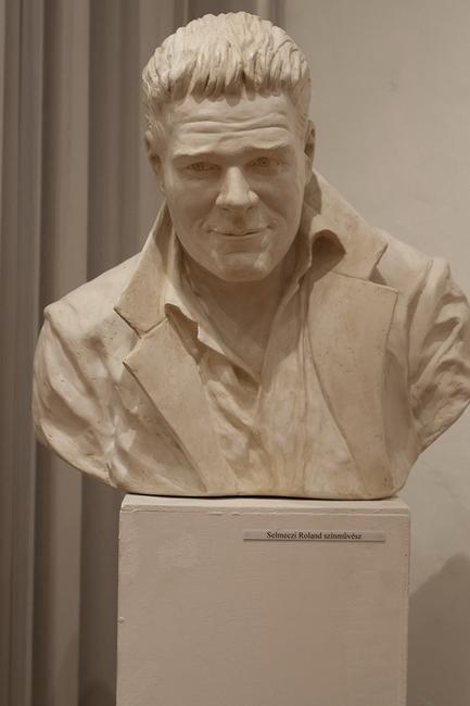 Selmeczi Roland portrészobra