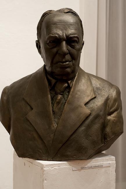Gózon Gyula portrészobra