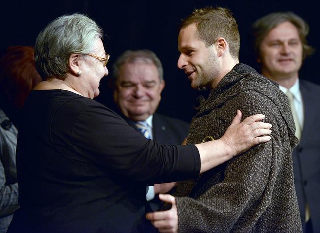 Elöl: Molnár Piroska és Fándly Csaba a Nagymama-díj átadásakor