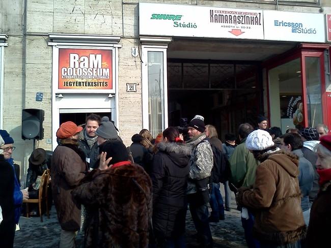 Utcai happening a Budapesti Kamaraszínház megmentéséért - 2012. február 10.
