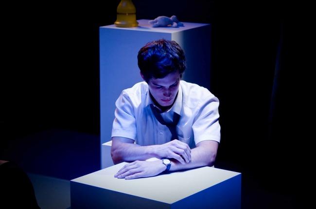Jelenet Sebastian Michael: Elder Latimer is in Love című darabjából, amelyet a londoni Arcola Theatre 2009-ben mutatott be Berzsenyi Bellagh Ádám rendezésében
