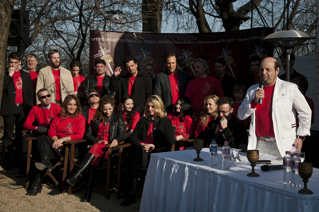 Veled, Uram! - sajtótájékoztató a Várban - elöl: Kerényi Miklós Gábor